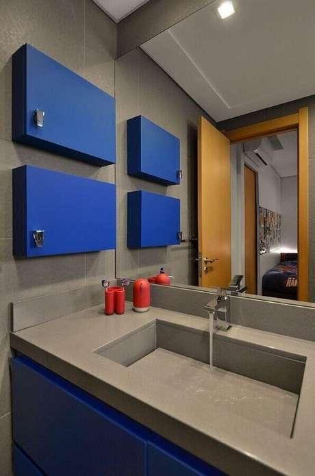 6. Decoração moderna para banheiro azul e cinza – Foto: Andrea Bonotto