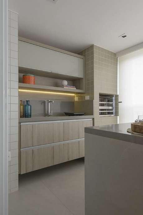 33. Modelo de armário aéreo basculante feita sob medida para área gourmet. Projeto por D2N Arquitetura + Interiores