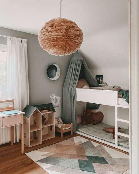 47. Quarto com lustre infantil moderno – Foto Teresa casa Monti