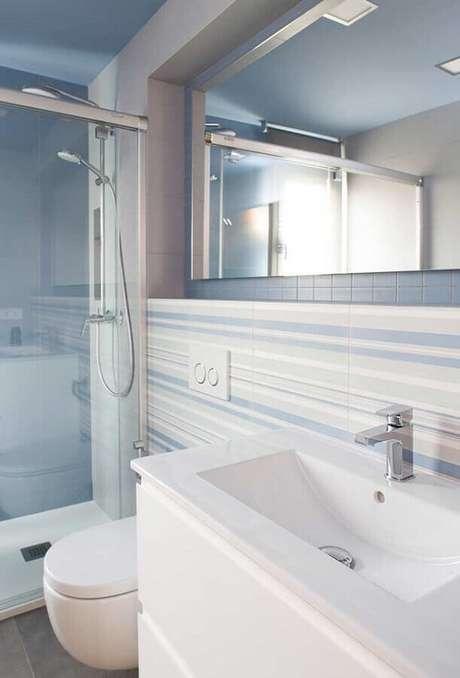 30. Decoração clean para banheiro azul claro e branco – Foto: Home Fashion Trend