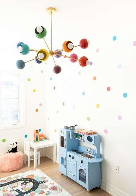 4. Lustre infantil colorido para quarto divertido – Foto Pinterest