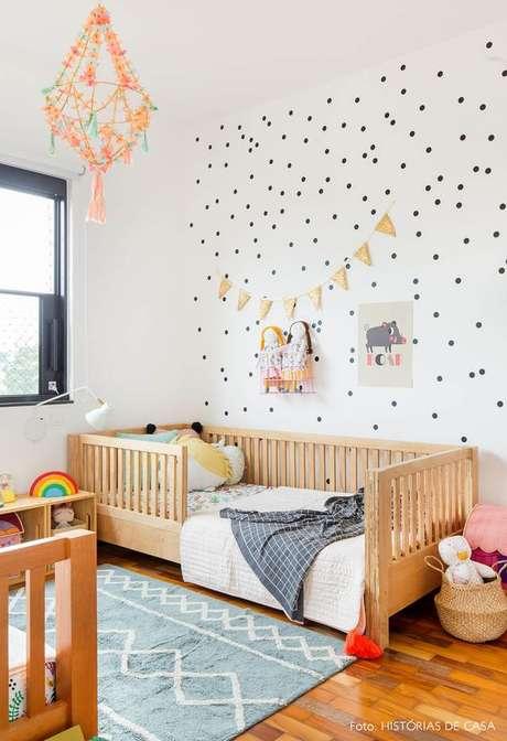 1. Quarto com lustre infantil delicado – Foto Historias de Casa