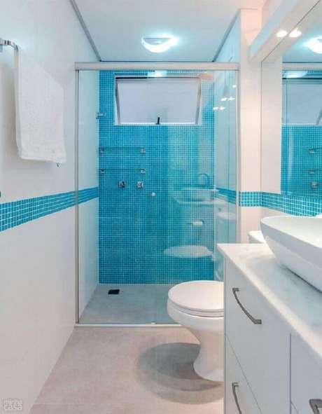 55. Pastilhas para decoração de banheiro pequeno azul e branco – Foto: Pinterest