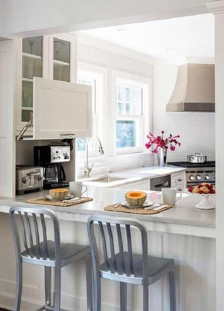 1. Aproveite cada espaço na decoração e invista no armário de cozinha basculante. Fonte: Pinterest