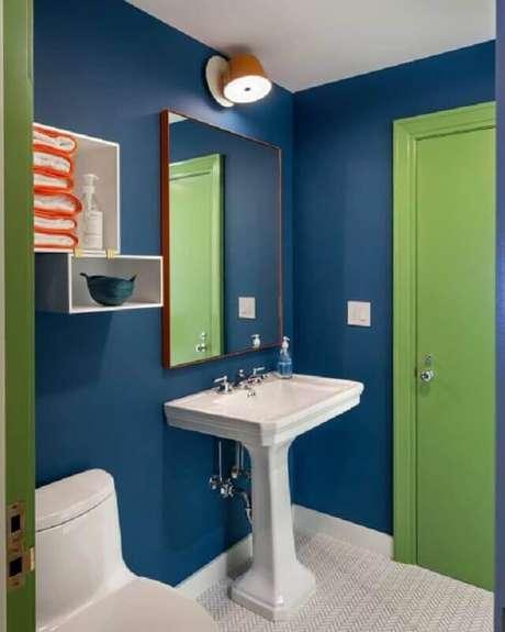 15. Decoração de banheiro azul e verde – Foto: Pinterest