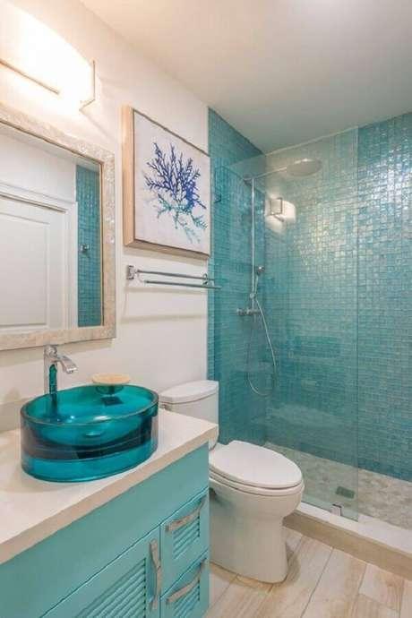 27. Decoração simples para banheiro azul turquesa e branco – Foto: Arkpad