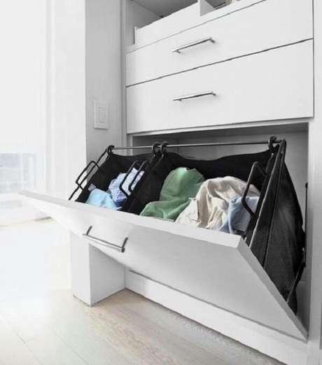 3. Quando a porta abre para baixo, o armário é chamado de porta basculante invertida. Fonte: Pinterest