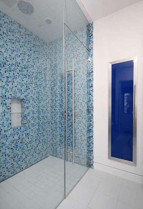 18. Decoração clean para banheiro com pastilha azul – Foto: Pinterest