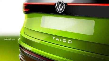 Volkswagen Taigo conta com barra de LED que conecta as lanternas traseiras ao logotipo da marca.