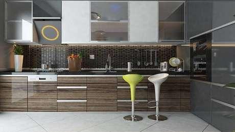 10. A cerâmica pode ser colocada na diagonal, deixando a cozinha moderna.