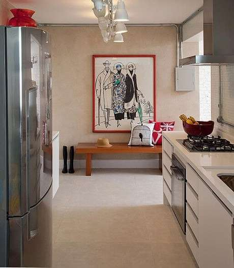 6. Quadro com moldura colorida vermelha – Foto Casa e Jadim