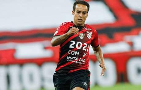 Meia acumulou cinco títulos em duas passagens pelo Corinthians (Divulgação/Athletico)