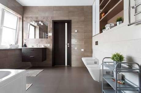 3. A cerâmica é uma ótima opção para o banheiro.