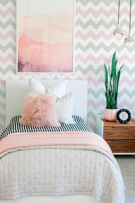 12. Quarto com papel de parede rosa e cinza – Foto Papel Decor