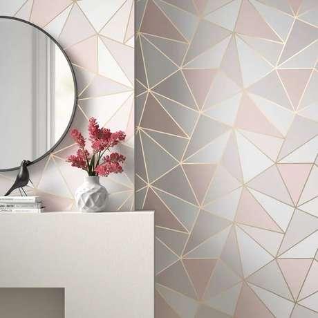 60. Papel de parede rosa e cinza moderno – Foto AllModern