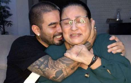 Yudi Tamashiro e a mãe, Tania Maria, emocionados em vídeo sobre covid-19
