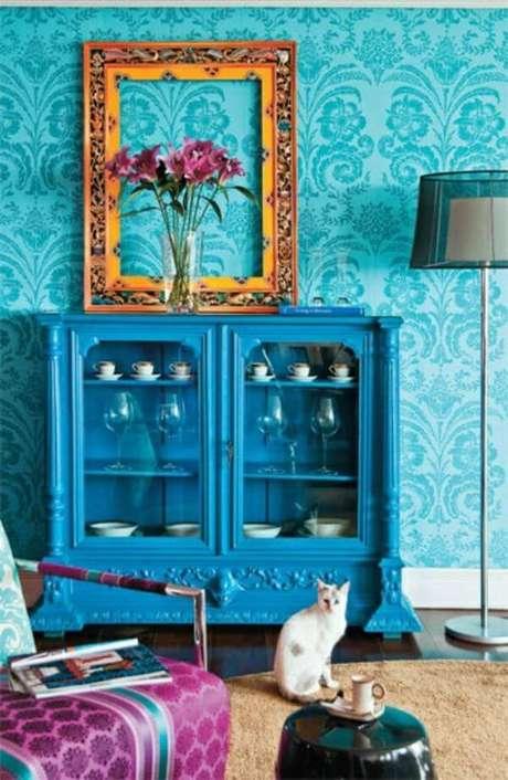 35. Moldura colorida na decoração azul – Foto Fabrica da Moldura