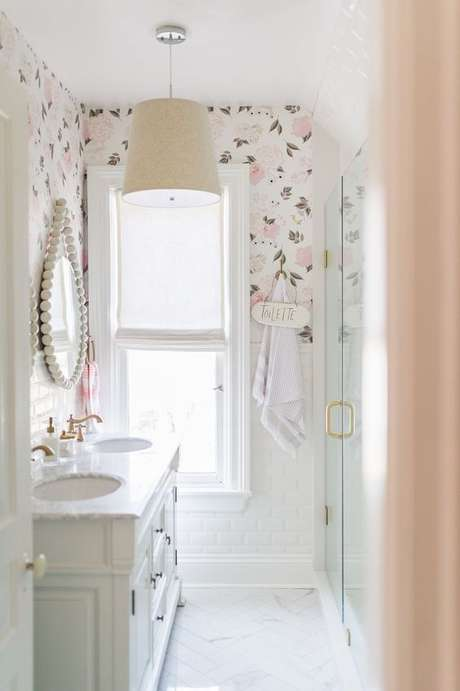 24. Papel de parede rosa no banheiro – Foto Pintere