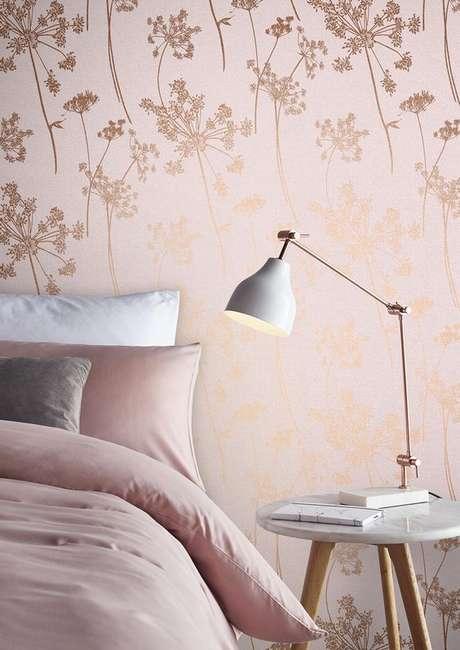 30. Papel de parede rose gold para quarto feminino – Foto Graham E Brown