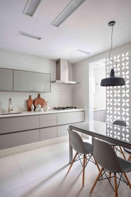 46. Cerâmica para cozinha americana branca – Foto Casa de Valentian