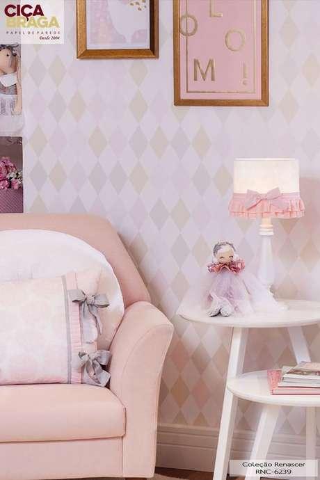 33. Quarto de bebê com papel de parede geométrico rosa claro Foto Cicabraga Papel de Parede