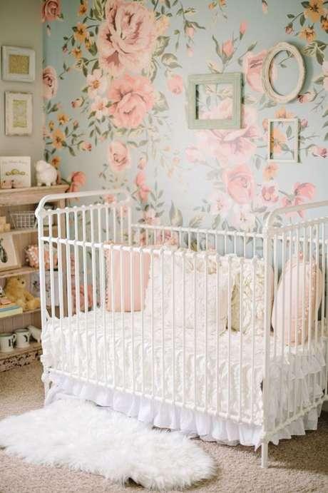 52. Papel de parede rosa e azul com flores – Foto Style me Pretty