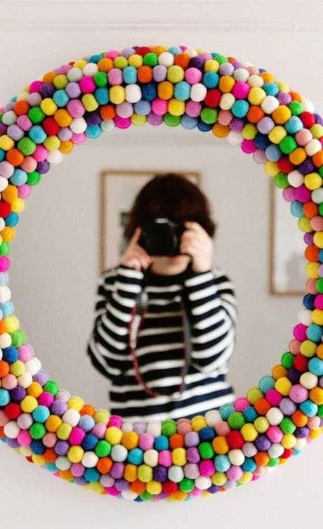 40. Moldura colorida para espelho criativo – Foto Pinterest