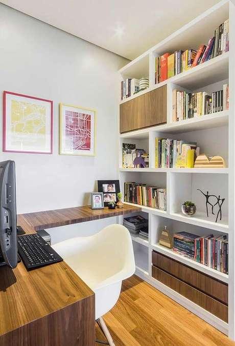 24. Escritório com quadro e moldura colorida – Foto Decor facil