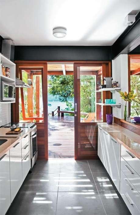 49. Piso cerâmico para cozinha cinza – Foto Pinterest