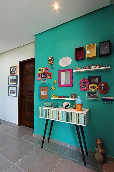 22. Decoração verde com moldura colorida – Foto Pinterest
