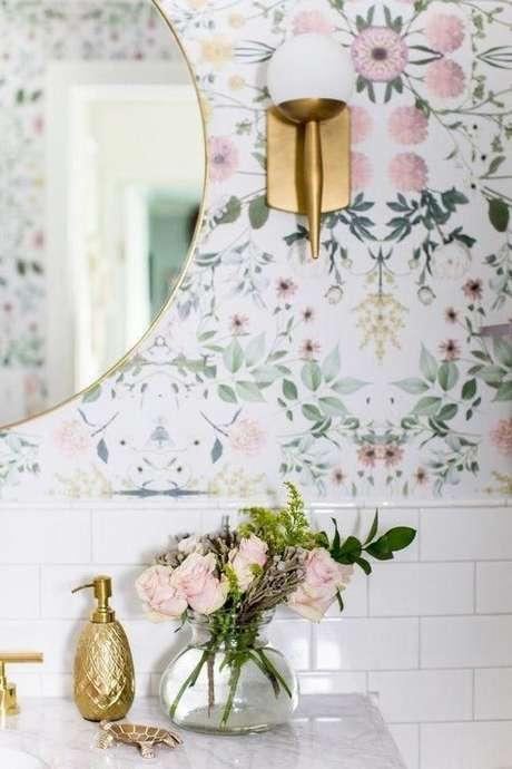 41. Papel de parede floral rosa e verde – Foto At Home With Ashley