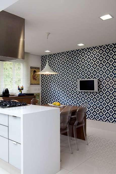 30. Cerâmica para cozinha preto e branco com piso branco – Foto Ideias Decoração