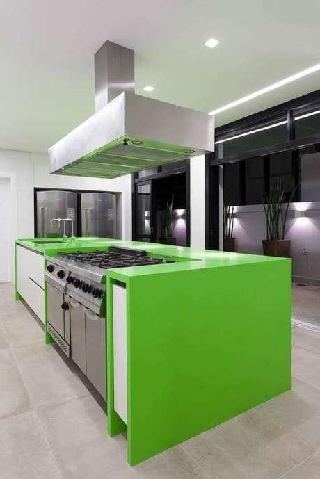 32. Cerâmica para cozinha moderna com bancada verde limão – Foto Revista VD