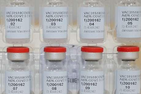 Frascos da vacina da Janssen contra covid-19 Johnson & Johnson/Divulgação via REUTERS