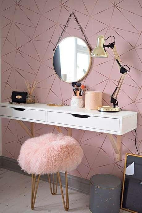 1. Quarto feminino com penteadeira e papel de parede rosa claro – Foto Papel Decor