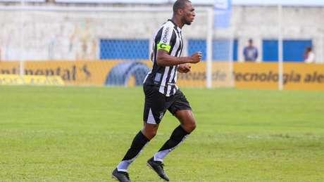 Defensor é uma das referências no plantel de Guto Ferreira (Felipe Santos/cearasc.com)