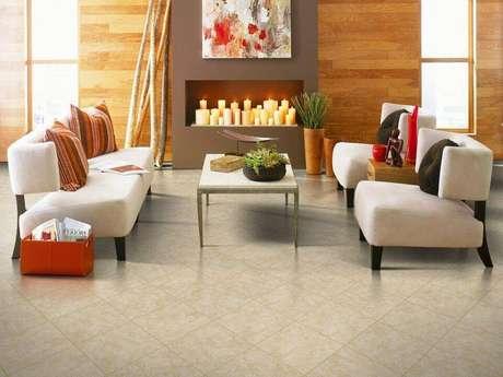 5. Os pisos de cerâmica de tamanho menor são ótimos para a sala de estar.