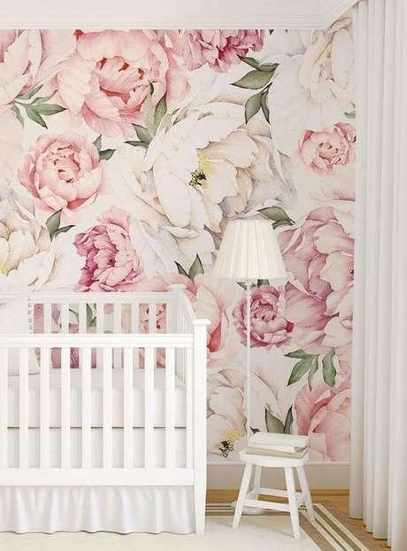 35. Quarto de bebe com papel de parede rosa floral – Foto Etsy