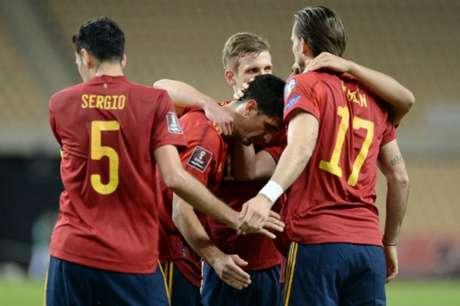 Gerard Moreno marcou o terceiro da Espanha (Foto: CRISTINA QUICLER / AFP)