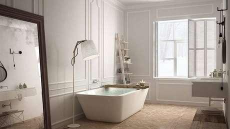 22. A cerâmica que imita a madeira deixa o banheiro muito estiloso.