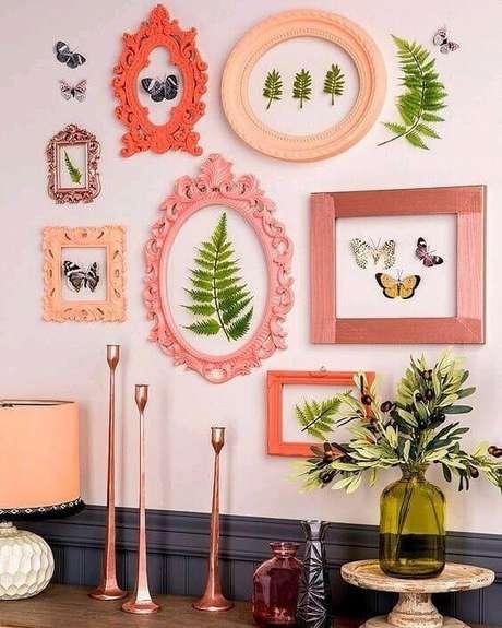 2. Sala com moldura colorida em tons de rosa – Foto Ariyona Interior