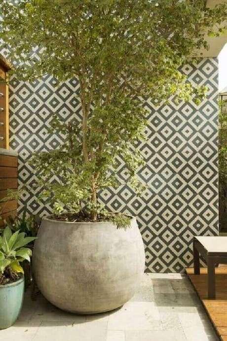 55. Muro com cerâmica preto e branca chique – Projeto de Cristina Lembi
