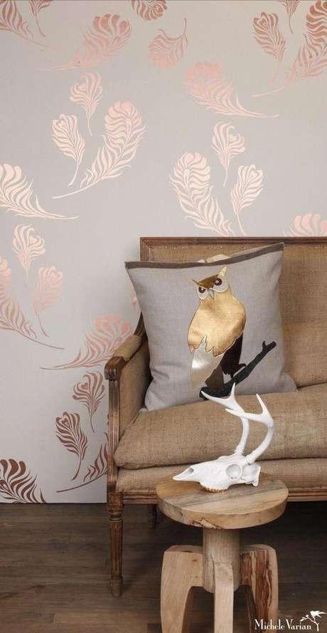 9. Papel de parede rose gold para sala de estar – Foto Revista VD
