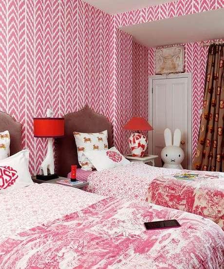 27. Papel de parede rosa para quarto infantil – Foto Homes e Gardens