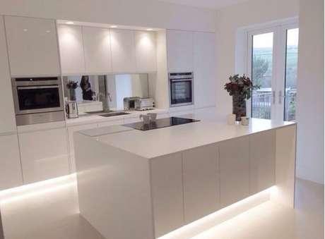 6. Tenha um bom projeto de iluminação para a sua cozinha minimalista – Foto: Pinterest