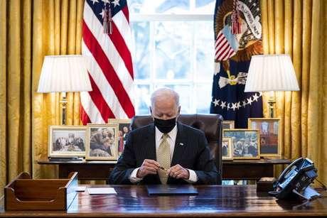 Joe Biden disse que o plano econômico ajudará os EUA a vencerem 'competição global contra a China'