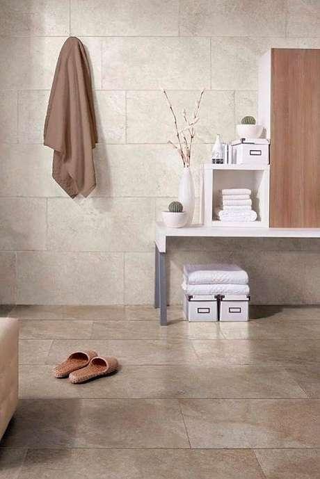 17. Revestimento bege para banheiro – Foto Glaminati