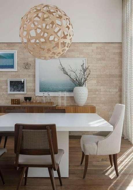 39. Sala de jantar com revestimento bege – Foto Casa Vogue
