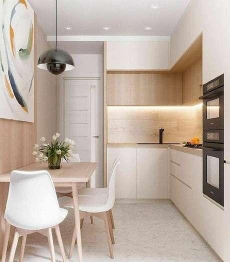 55. Cozinha pequena com revestimento bege – Foto Arquiteto de Bolso