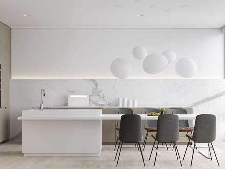 1. A cadeira cinza com design simples é perfeita para decorar a cozinha minimalista – Foto: Home Fashion Trend